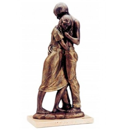 Realistic couple sculpture Embrace by spanish artist Angeles Anglada