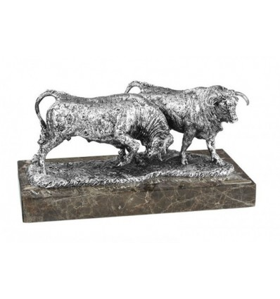 Escultura de animales MANADA EN PELEA