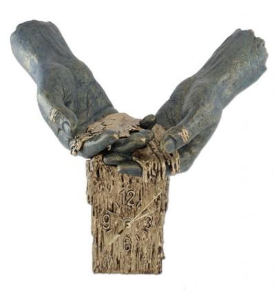 Decorativa escultura de manos ENTRE MIS MANOS