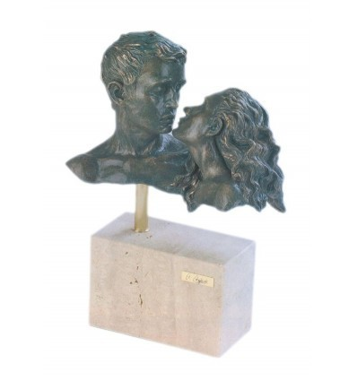 Realistic couple sculpture Romanceby Spanish artist