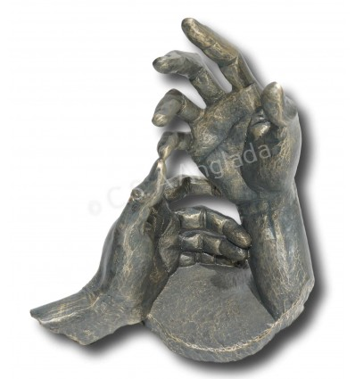 Realistic hands sculpture Thinking of you by spanish artist Angeles Anglada