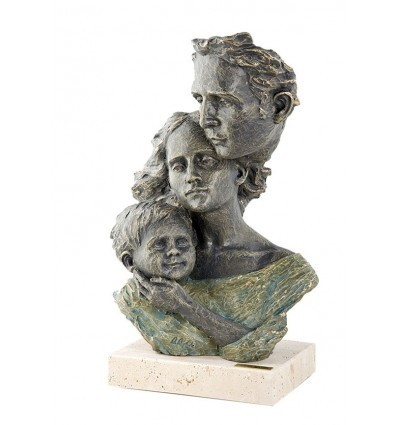 Realistic family sculpture Enthral by spanish artist Angeles Anglada