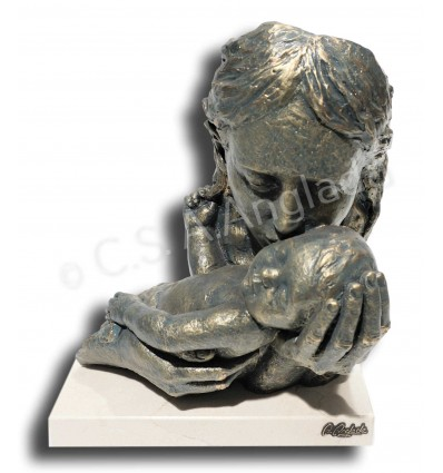 Realistic mother and child sculpture Cuddles