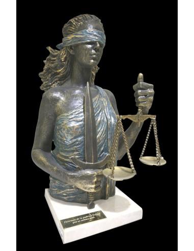 Esculture realista Justicia sobre base de mármol de Ángels Anglada_perfil