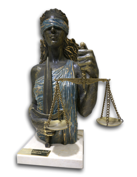 Esculture realista Justicia sobre base de mármol de Ángels Anglada