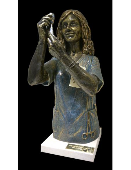 Escultura realista Enfermera con base de marmol de Ángeles Anglada_2