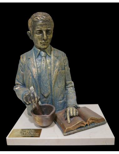 Escultura realista de profesión Quimico, Farmaceutico con base de marmol
